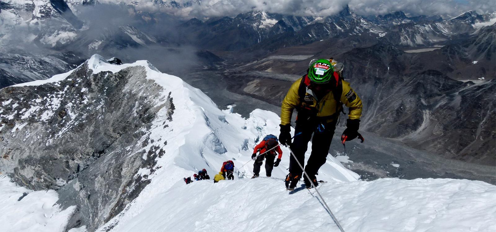 Everest Three Passes with Island Peak  Climbing (6189 m)
